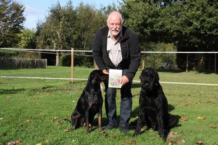 Redgy Vergracht uit Koekelare stelt zijn eerste boek over hondenopvoeding voor.