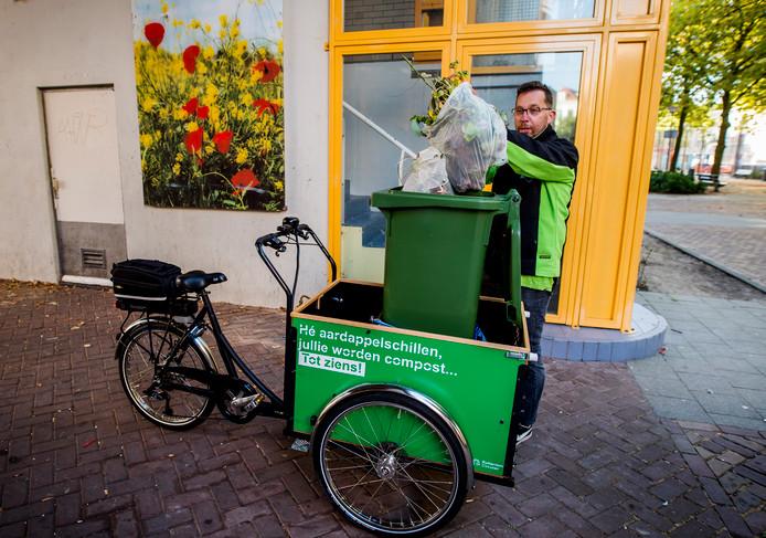 De schillenboer haalt wekelijks 300 kilo gft-afval op in het Oude Westen.
