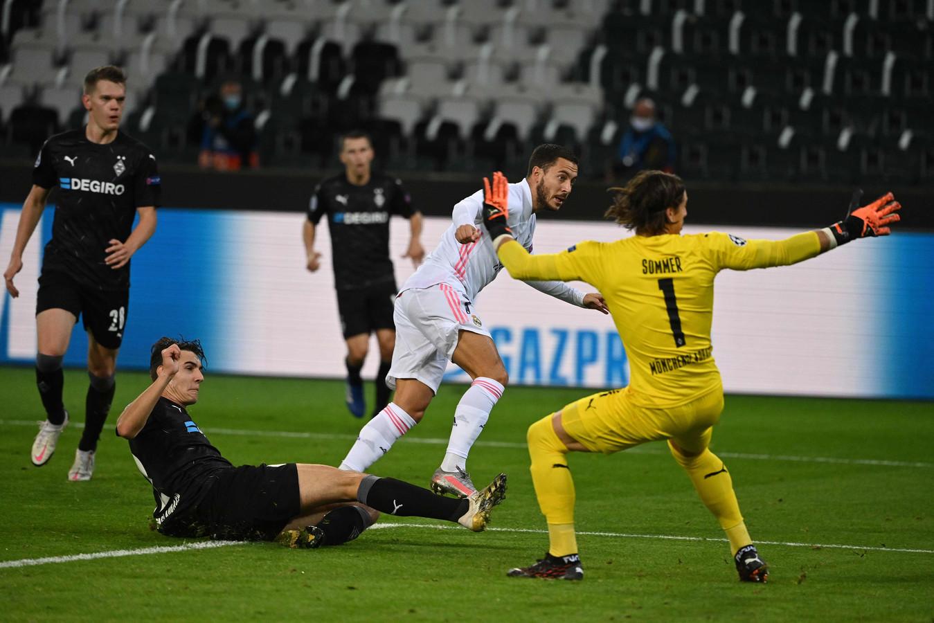 Eden Hazard kwam in Mönchengladbach snel dicht bij de aansluitingstreffer voor Real in de Champions League.