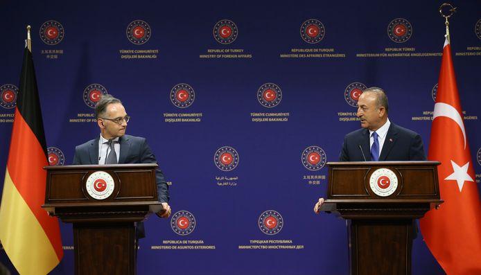 Maas (l.) vanmiddag in Ankara met de Turkse minister van Buitenlandse Zaken Mevlüt Cavusoglu.