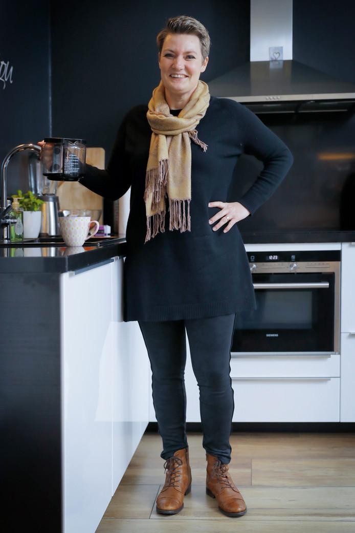 MS-patiënte  Heidi Lammers uit Schijndel heeft een stamceltransplantatie ondergaan en loopt inmiddels weer zonder krukken.