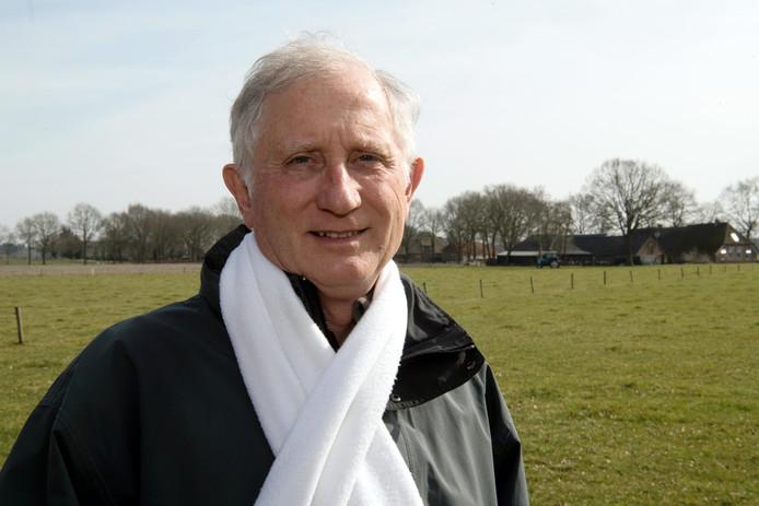 Jan Rooijakkers, voormalig raadslid D'66 Dalfsen maakt zich zorgen over de plannen voor toekomstige woningbouw bij Dalfsen. FFU PRESS AGENCY COPYRIGHT FRANK UIJLENBROEK