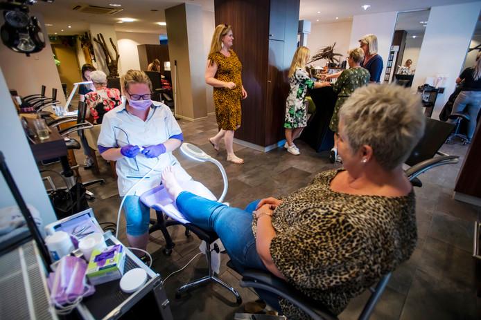 Kapsalon Bo Hair in Hilvarenbeek stelde de salon beschikbaar voor de eerste Quiet LadiesNight.
