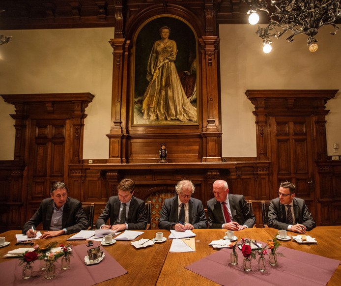 De ondertekening van het convenant Peelgemeenten op gemeentehuis Deurne, nu anderhalf jaar geleden.