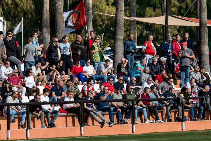 Het Feyenoord-legioen is overal. Dus ook in Marbella voor het duel met Karlsruher SC.