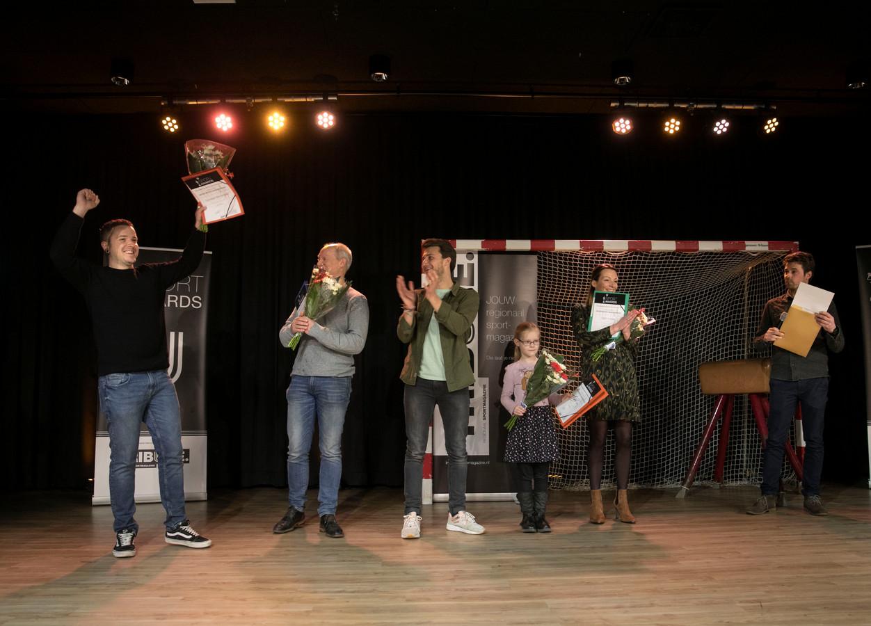 De nieuw in het leven geroepen titel 'meest sportieve basisschool' ging gisteren tijdens de Sport Awards Helmond naar Silvester Bernadette.