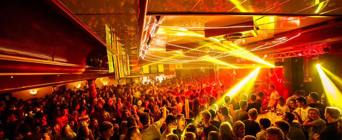 De verdachte werkte in 2017 in discotheek Bays te Reutum.