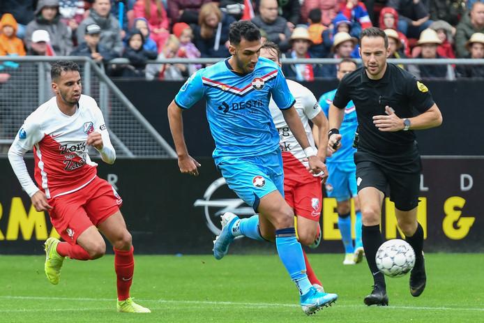 Vangelis Pavlidis (Willem II, midden) in duel met FC Utrecht