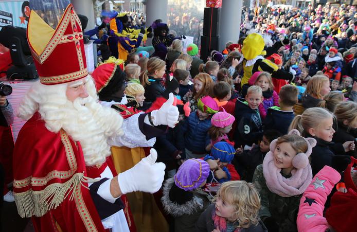 De duimen van Sint gaan omhoog: hij heeft het naar zijn zin in Twello.