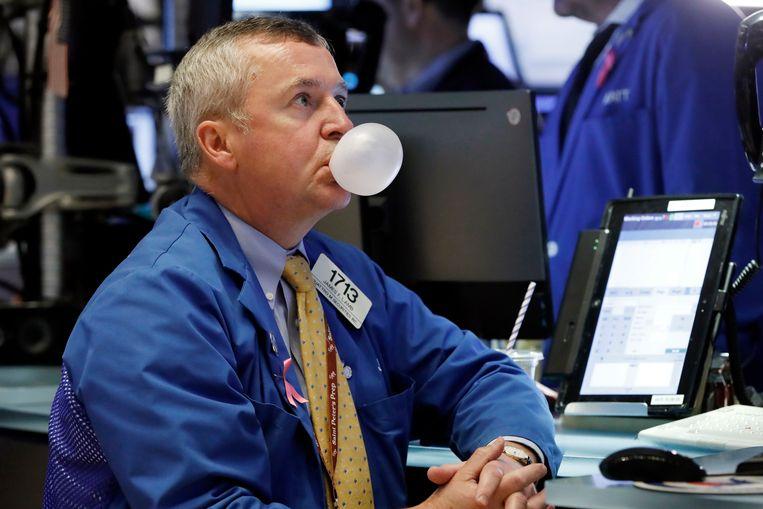 Een handelaar op de beurs van New York. De Dow daalde donderdag voor de zesde achtereenvolgende dag.  Beeld Richard Dew