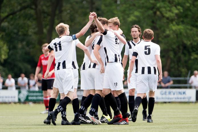 NEO gaat naar de tweede klasse. In 2008 speelde de club uit Borne voor het laatste op dat niveau.