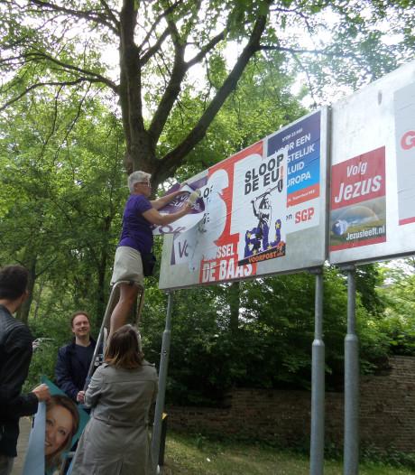 Wageningse partijen 'heroveren' verkiezingsborden na overplakken door extreemrechts