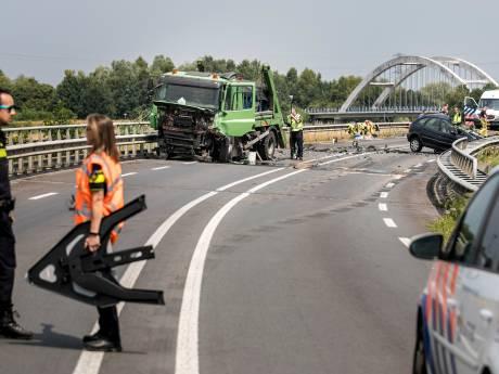 Dode bij ernstig ongeluk op N346 bij Lochem, weg nog uren dicht