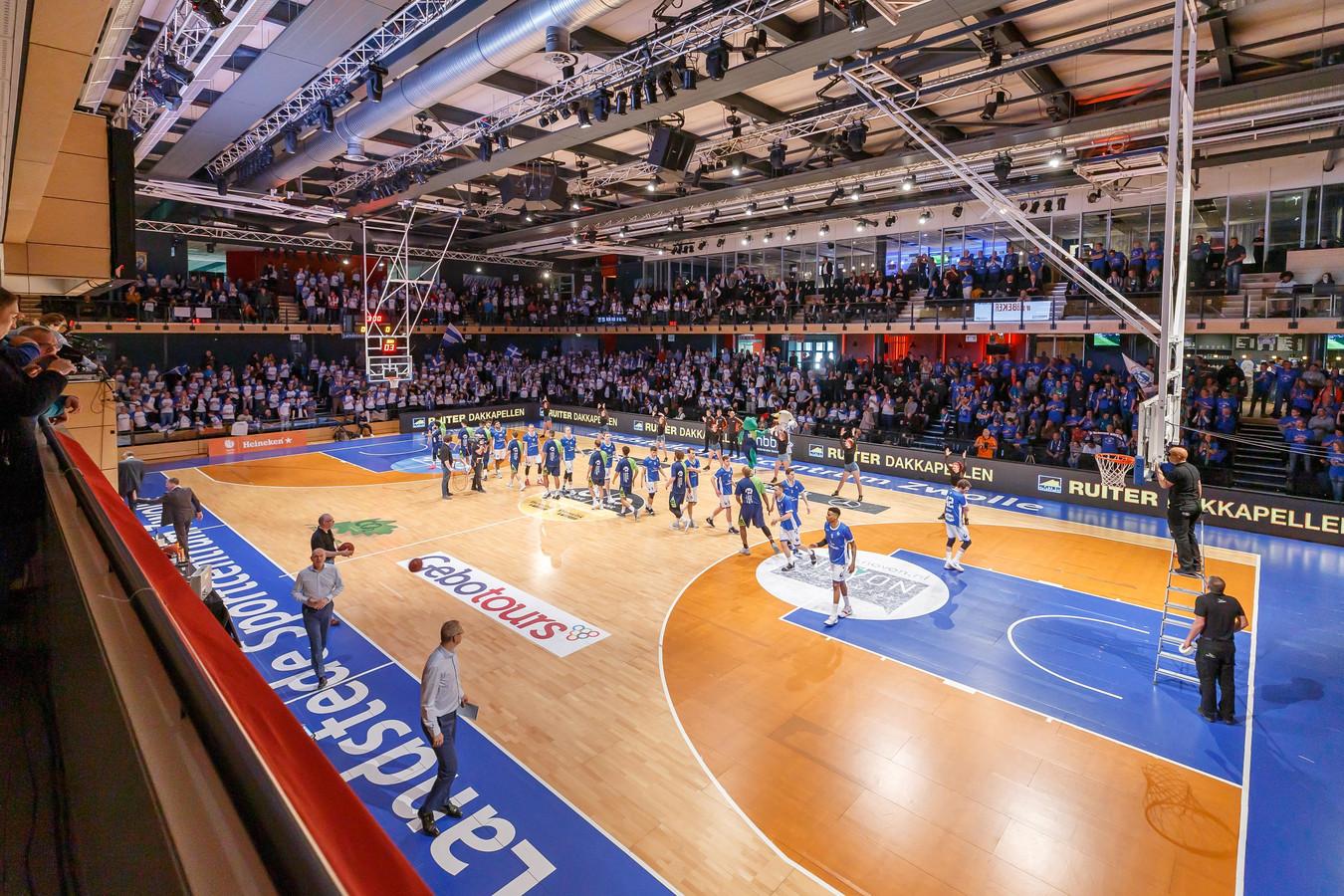 Het centre court van het Landstede Sportcentrum is komend weekeinde decor voor de NBB Finales.
