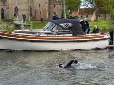 Van der Weijden zwemt twee keer IJsselmeer over: 'trainingstochtje' goed verlopen