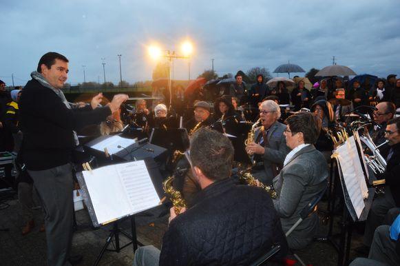 De Koninklijke Harmonie Sint-Cecilia in Appelterre-Eichem zorgt voor muziek tijdens 'Reveil'.