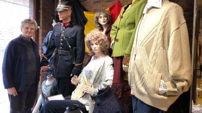Yvette herdenkt Wapenstilstand in etalage kledingzaak