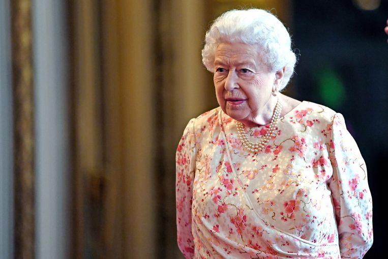 Moet Queen Elizabeth in hoogsteigen persoon de kastanjes uit het vuur gaan halen? Waarnemers achten die kans zo goed als uitgesloten.