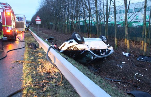 Mandala lag te slapen op de achterbank toen de auto als gevolg van overdreven snelheid van de baan ging in Duitsland.