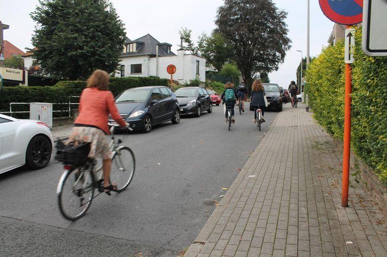Vorig jaar reden fietsers nog tussen de auto's, iets wat in de toekomst niet meer kan.