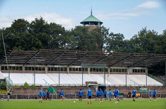 De Belgische voetbalclub KAA Gent traint op Wageningse Berg.