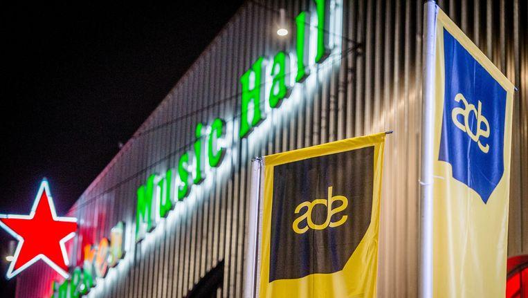Eind deze maand wordt een opvangtank voor de urine geplaatst in de parkeergarage van de Heineken Music Hall. Beeld ANP