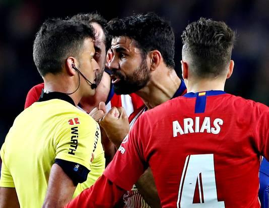 Diego Costa kreeg rood na een woordenwisseling.