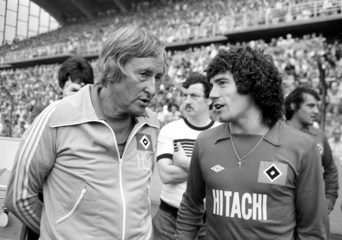 Gutendorf (l) in 1977 met Kevin Keegan bij HSV.