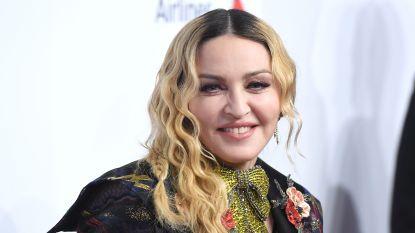 Madonna hint naar biografische film over haar leven