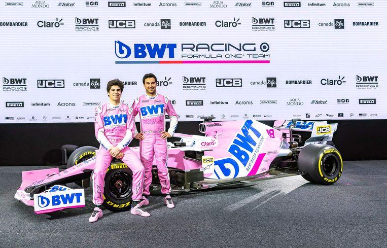 Rijders Lance Stroll en Sergio Perez mochten hun nieuwe wagen van dichtbij bekijken.