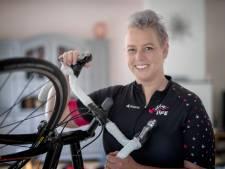 Kankerpatiënte Sylvia fietst Alpe d'HuZes