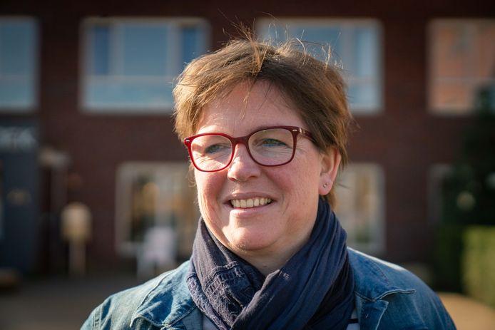 """Rina Veldhuysen. ,,We proberen als zorgpersoneel zoveel mogelijk contact en afleiding te bieden."""""""