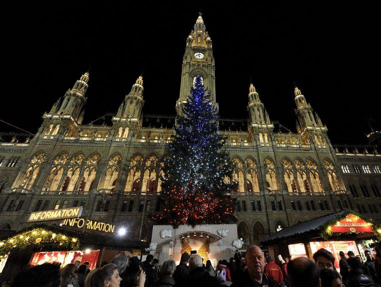 De Brusselse Grote Markt, waar eerder de kerstboom in de Franse kleuren verlicht was.