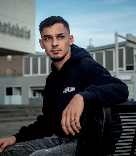 Rapper Capitano (23) helpt jongeren die schulden hebben: 'Wij hadden het thuis ook niet breed'