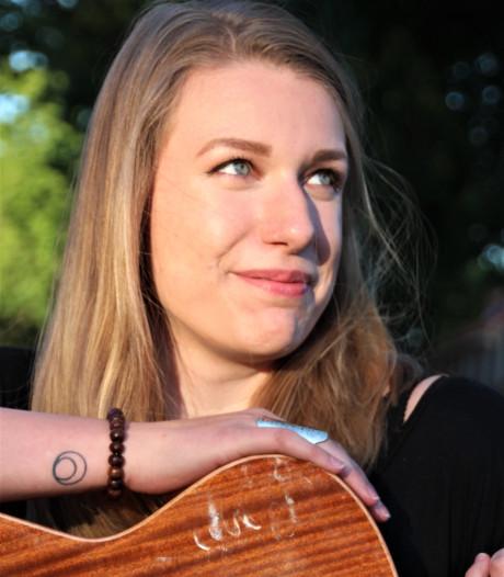 Nina Verharen zingt solo op ProefMei in Bergen op Zoom