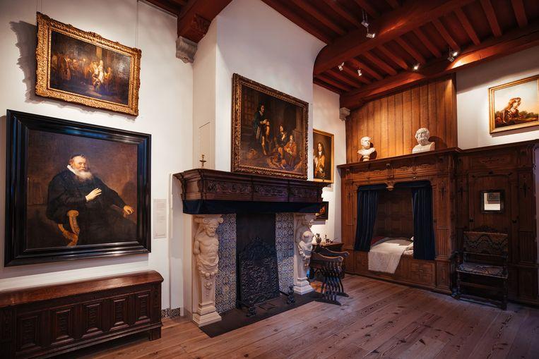 Maximaal 50 bezoekers mogen er nu tegelijk door Het Rembrandthuis lopen, Beeld Kees Hageman
