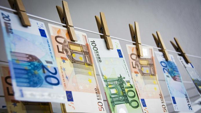De Nederlandse staatsschuld is in het eerste kwartaal gestegen tot 72 procent van het bruto binnenlands product (bbp).