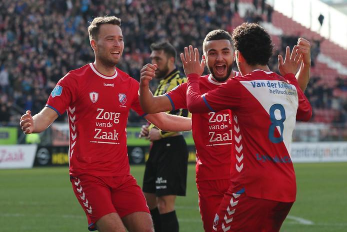 Blijdschap na de 3-1 bij FC Utrecht met speler Sander van de Streek, FC Utrecht speler Zakaria Labyad en FC Utrecht speler Yassin Ayoub.