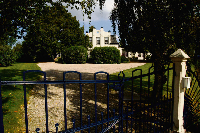 Archieffoto van het vroegere privédomein Zorgvliet in Wolphaartsdijk. Wubbo Petersen woonde er een paar jaar, maar verkocht het later voor 1,3 miljoen euro aan GGZ WNB waarvan hij zelf directeur was.