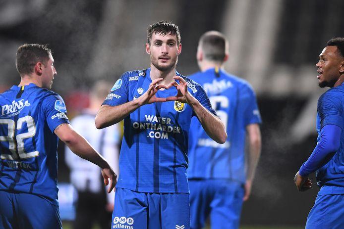 Matus Bero heeft Vitesse op 0-1 gezet tegen Heracles.