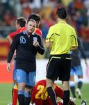 Wayne Rooney ontvangt rood na een smerige overtreding op Miodrag Dzudovic.