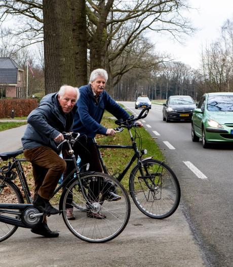 Aanwonenden vragen om snelheidsverlaging op de Zutphenseweg bij Vorden; 'twee auto's gingen weer total loss'