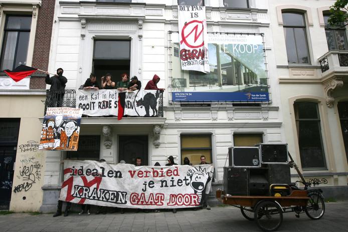 2010: een kraakactie in de Willemstraat in Breda, op de dag dat de Eerste Kamer heeft ingestemd met het landelijke kraakverbod.