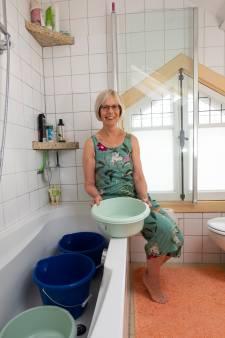 Anne (64) uit Apeldoorn wast de auto met badwater van haar man (en heeft meer bijzondere bespaartips!)