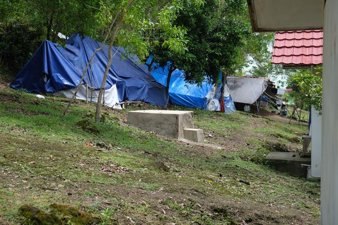 Veel ontheemden op de Molukken wonen momenteel in provisorische tentenkampen.