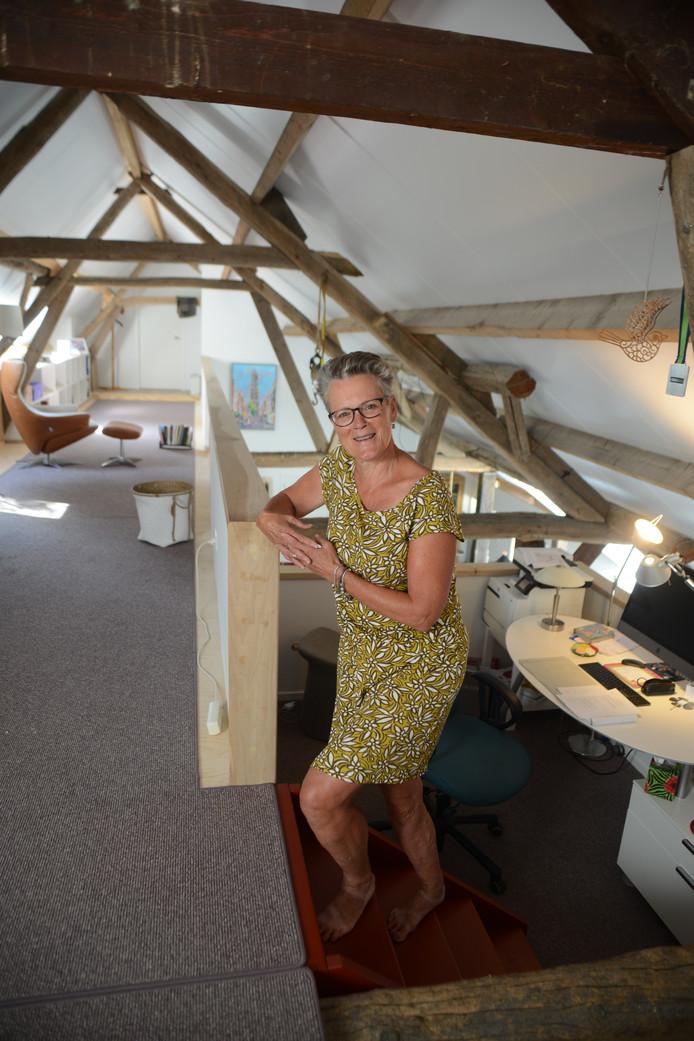 Nel Verhoeven in haar kantoor in Ovezande.