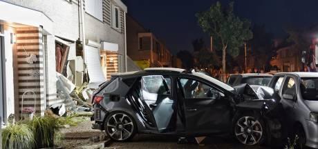 Jong gezin schrikt zich kapot als auto huis ramt na achtervolging in Tilburg: 'Had hij mijn auto maar geraakt'