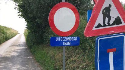 Uitgezonderd tram? Verkeersbord zorgt voor hilariteit op Facebook