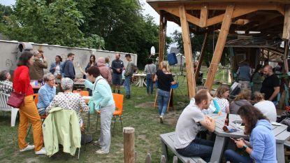 Verenigingen zetten mee schouders onder zomerbar van De Mozaïek
