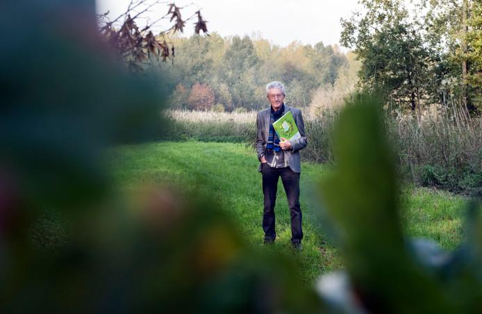 Hans Brouwer uit Zeewolde heeft met een petitie 1,498 handtekeningen opgehaald tegen de komst van zonnepark Zonnewoud in het bos van Horsterwold, maar de gemeenteraad wil dat het zonnepark toch wordt aangelegd. ,,Ik ga door tot de Raad van State,'' zegt Brouwer.